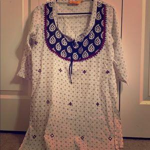 Women's tunic top. Indian. Side cuts